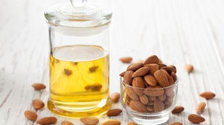 almond-oil-625_625x350_41459323788
