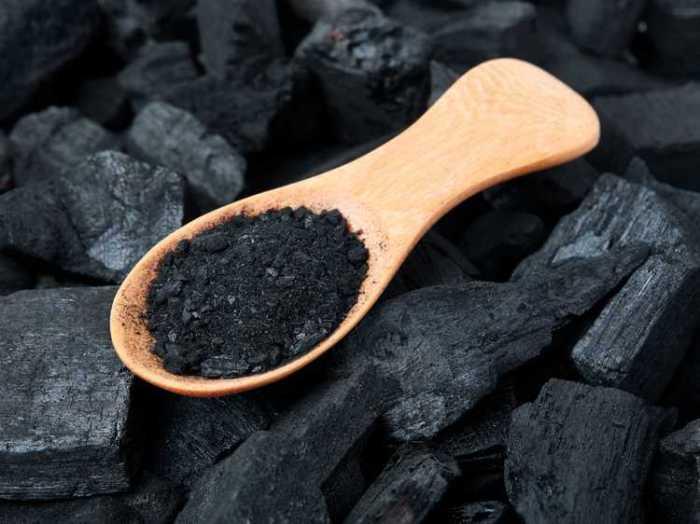 le-charbon-actif-pour-nettoyer-l-organisme.jpeg